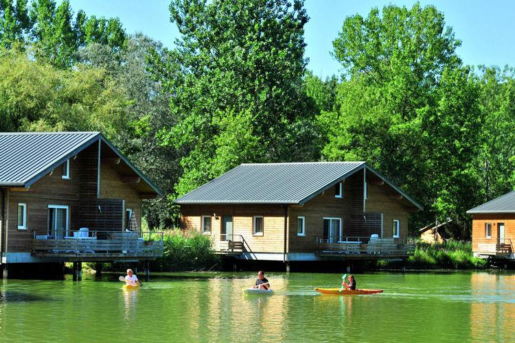 Les Cottages du Lac Coly Iron Mountains Dordogne France