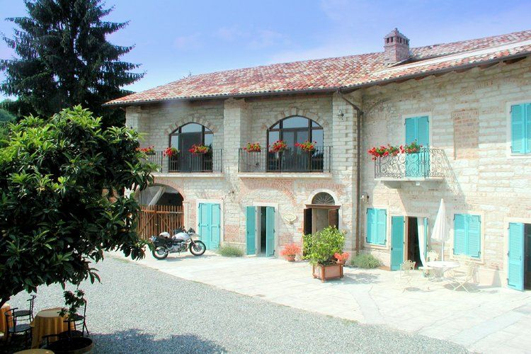 Rose Camino Monferrato Piedmont Italy